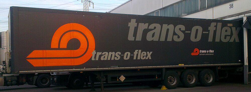 Aufliegerbeschriftung, Aufliegerbeklebung vor Ort für Trans-o-flex aus Memmingen